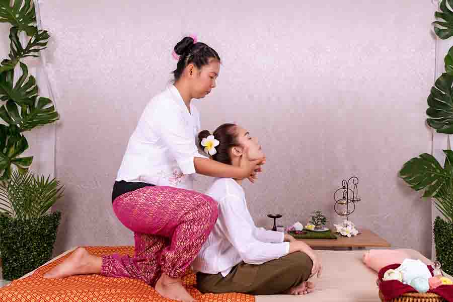 lady receiving tui na massage therapy